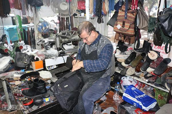 Siverekli kardeşler 30 yıldır ayakkabı tamir ediyor