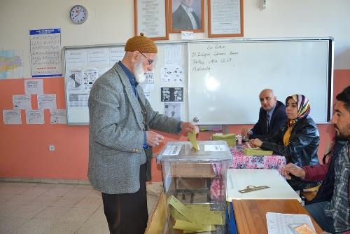 Siverek'te oy kullanma işlemleri başladı