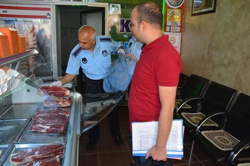 Zabıta ekipleri İlçedeki et marketler ve kasapları denetledi