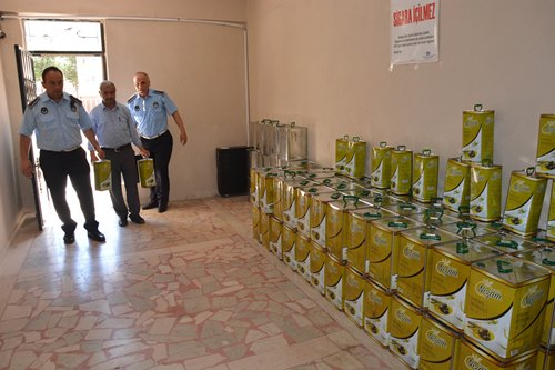 Siverek'te 2 ton sahte zeytinyağı ele geçirildi