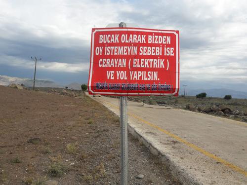Elektrik ve yol sorunumuz çözülmeden bizden oy istemeyin