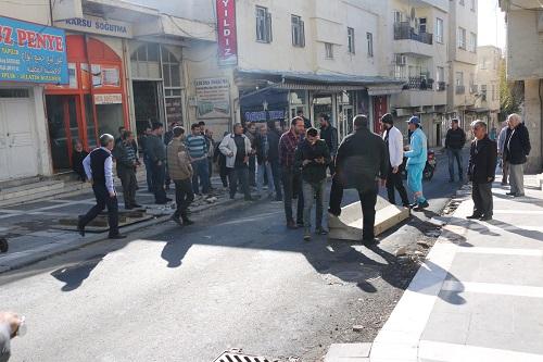 Şanlıurfa'da esnaf yol kapatarak eylem yaptı