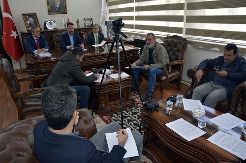 Resul Yılmaz'ın gazeteciler ile olan toplantısında gerginlik