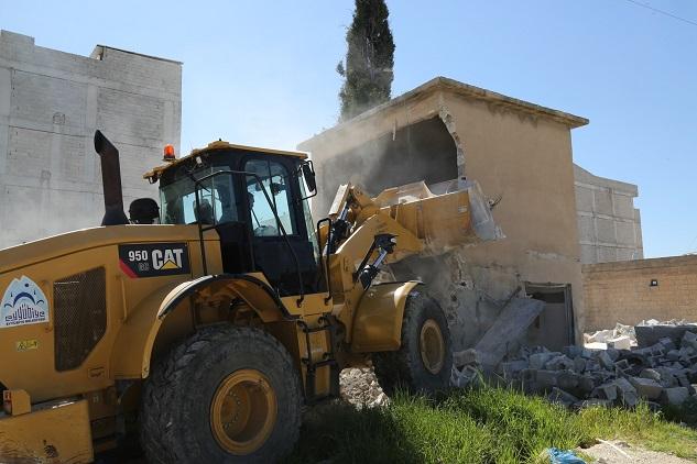 Eyyübiye Belediyesi 9 evi yıktı