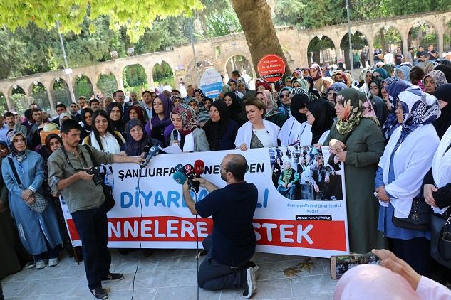 'Diyarbakır'daki annelerin yanında olmak boynumuzun borcudur'