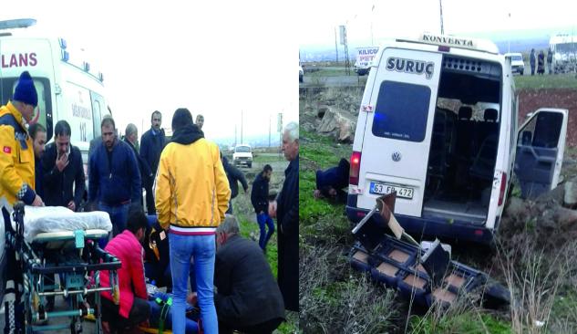 Yolcu minibüsü ile otomobil çarpıştı: 2 ölü, 12 yaralı