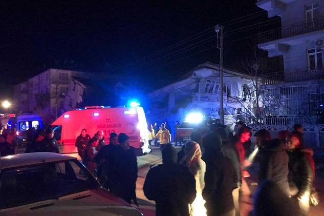 Deprem bölgesindekilere ücretsiz iletişim desteği