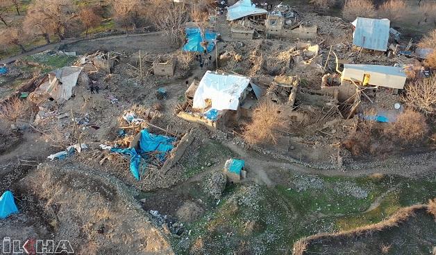 Depremde yıkılan köy havadan görüntülendi