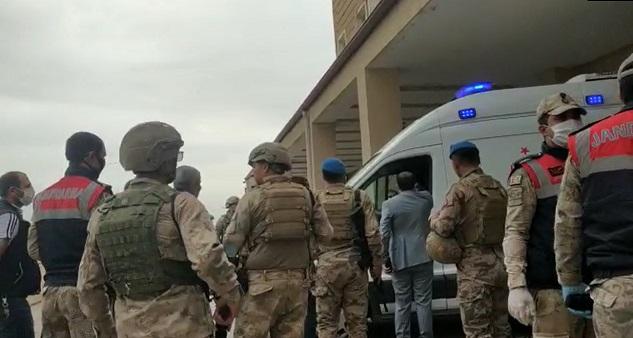 Siverek'te seyir halindeki araca saldırı: 2 yaralı