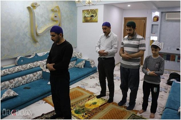 Siverekliler teravih namazını evlerinde cemaatle kılıyor