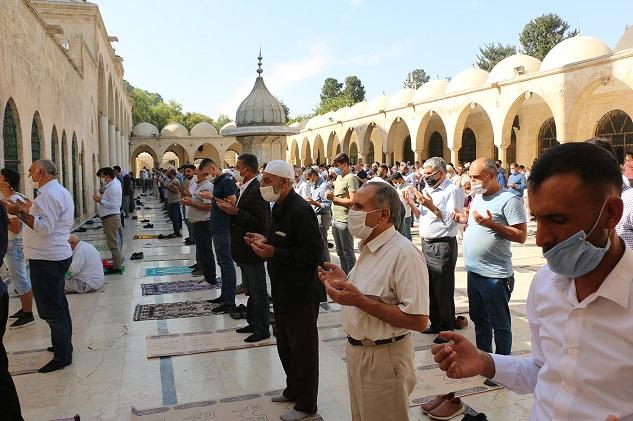 Şanlıurfa'da yağmur duası için eller semaya açıldı