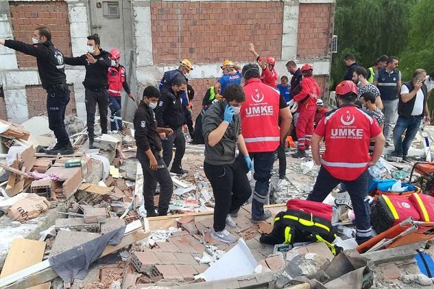 İzmir'de depreminde can kaybı 85 oldu