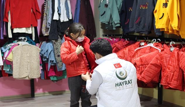 Hayrat Yardım kuruluşu 5 bin çocuğa kışlık yardımında bulundu