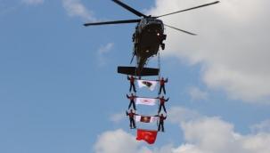 THK akrobasi timi Urfa'nın kurtuluşu için havalandı