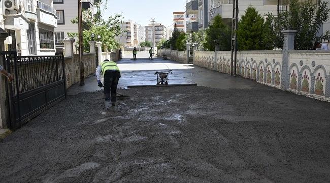 Siverek'te beton yol çalışmalarına devam ediliyor