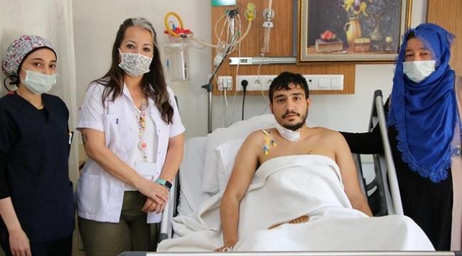 Bıçakla yaralanma sonucu kalbi duran genç hasta hayata döndü