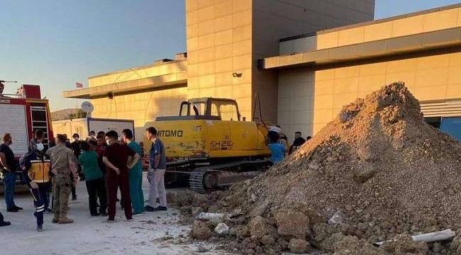 Ceylanpınar'da hastane inşaatında göçük altında kalan 2 işçi kurtarıldı