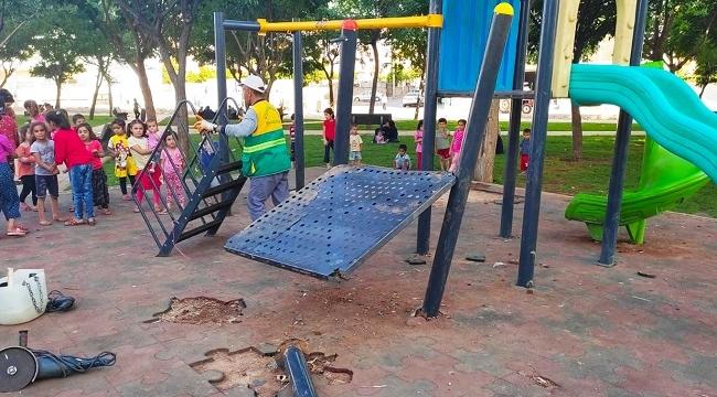 Siverek'te yeni açılan çocuk parkındaki oyun grupları tahrip edildi