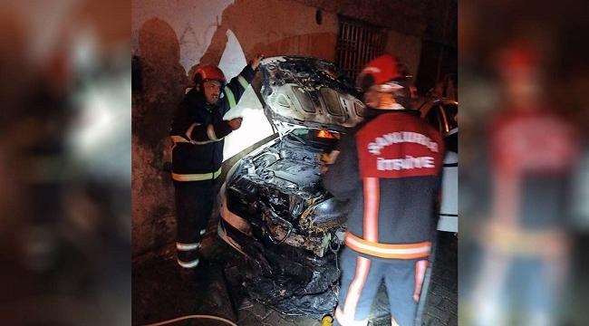Şanlıurfa'da iki otomobil kundaklandı