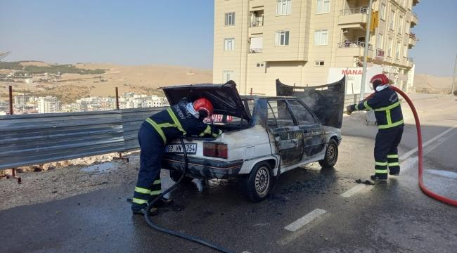 Şanlıurfa'da otomobil alev alarak yandı