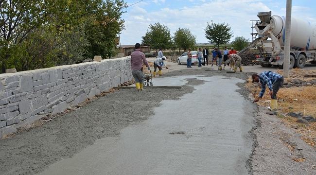 Toplum Refahı projesi kapsamında Üstüntaş mahallesinde beton yol çalışması başlatıldı